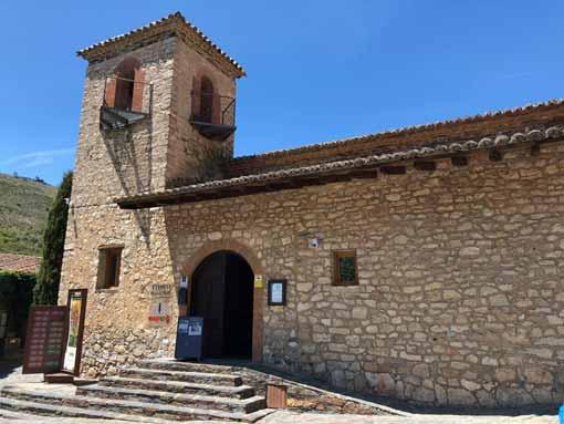 La iglesia de San Jose y las antiguas escuelas